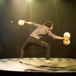 Image du numéro de Jonglerie/photo from big ball juggling act - Wind